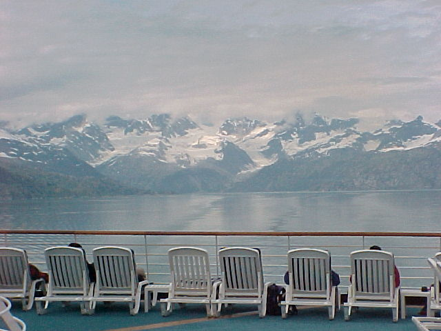 Deck chairs - but not on the Titanic. By dbking (Flickr: MVC-005F) [CC-BY-2.0 (http://creativecommons.org/licenses/by/2.0)], via Wikimedia Commons