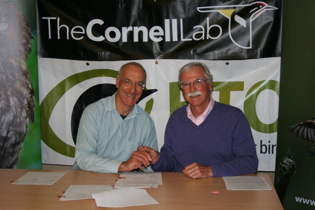 Andy Clements and John Fitzpatrick sign the MoU between the BTO and the Cornell Laboratory of Ornithology